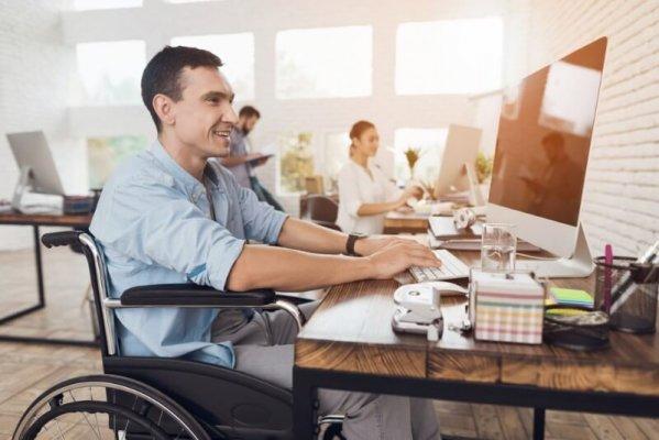 Un expert en Accessibilité Numérique fournit des Services d'Accessibilité Numérique